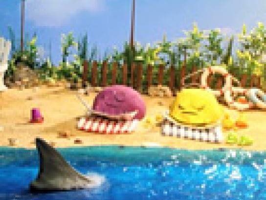 Scoop Away Film Ad -  冒险记, 海滩