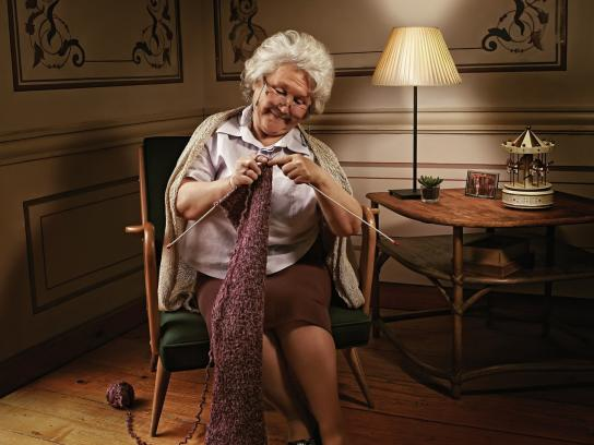 Alzheimer Society Print Ad -  Knitting