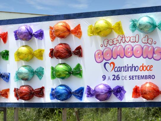 Cantinho Doce Outdoor Ad -  Candy Festival
