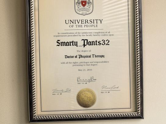 Hospital El Pilar Print Ad - Cyber Doctors - Smarty Pants32