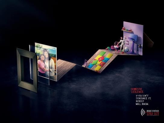 Disque-Denúncia Print Ad -  Domestic Violence, Daughter