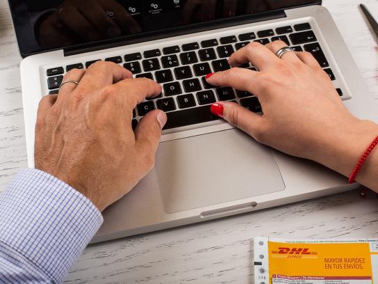 DHL Print Ad -  Laptop