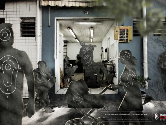 Disque Denúncia Print Ad - Barbershop