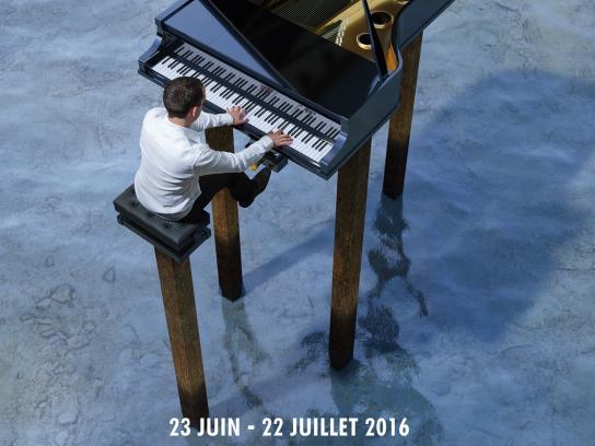 Escapades Musicales Outdoor Ad - Stilt piano