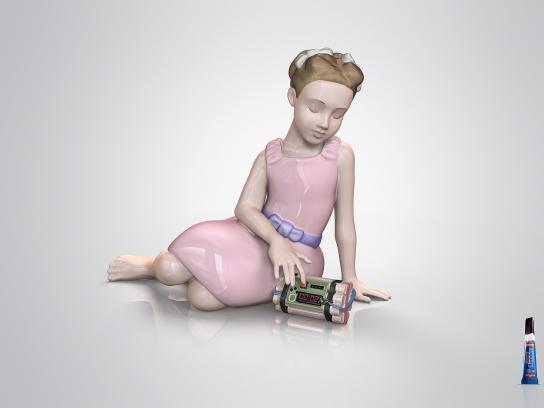 SuperBonder Print Ad -  Girl