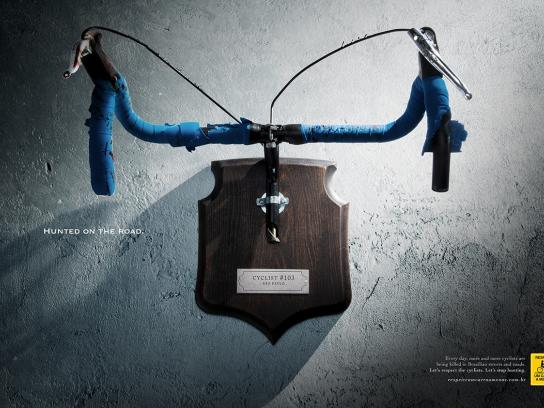 Respeite Um Carro a Menos Print Ad -  Hunted on the road