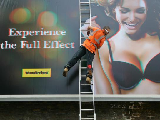 Wonderbra Outdoor Ad -  3D billboard
