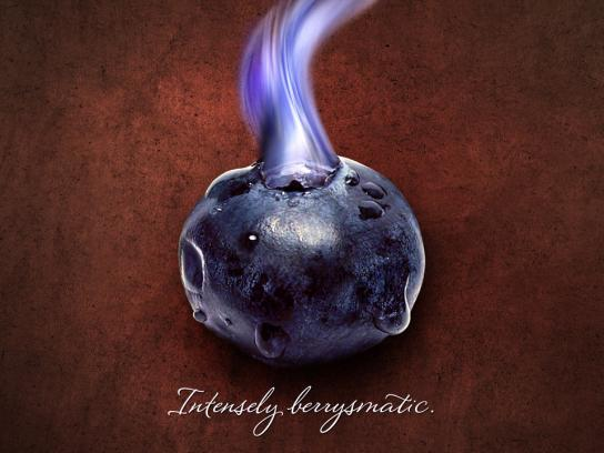 Lindt Print Ad -  Intensely berrysmatic