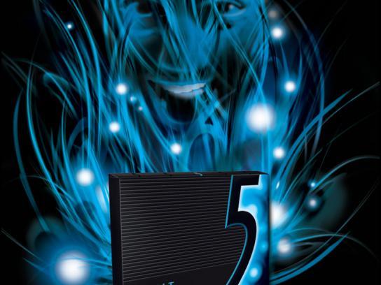 Wrigley's Print Ad -  Cobalt face