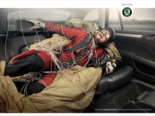 Skoda Print Ad -  Skydiver