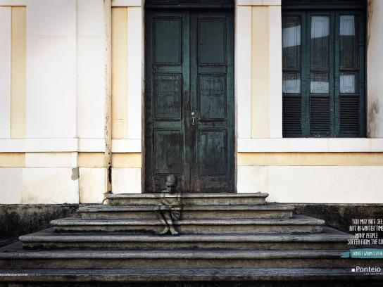 Ponteio Lar Print Ad -  Stairs