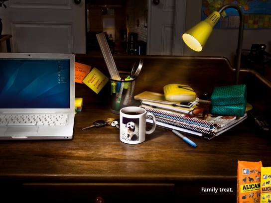 Alican Print Ad -  Family treat, Desk