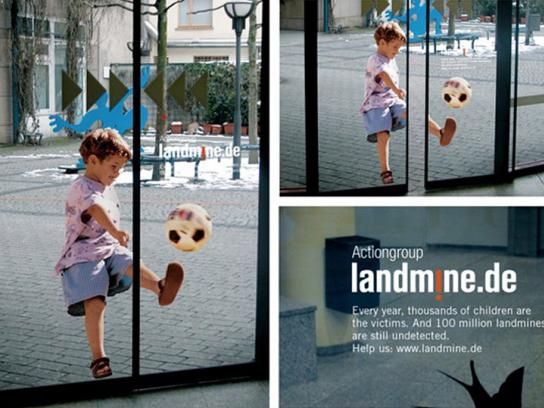 Actiongroup Landmine.de Ambient Ad -  Door