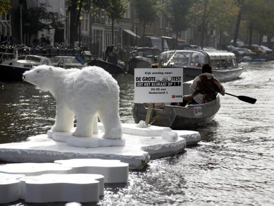 10:10 Global Ambient Ad -  Lost Polar Bear in Amsterdam Canals