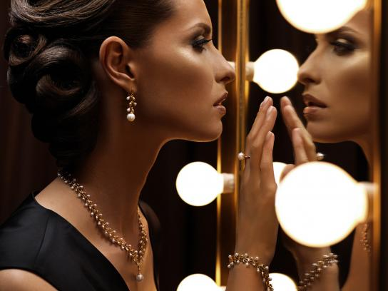 Kiev Jewellery Factory Print Ad -  Mirror white pearls
