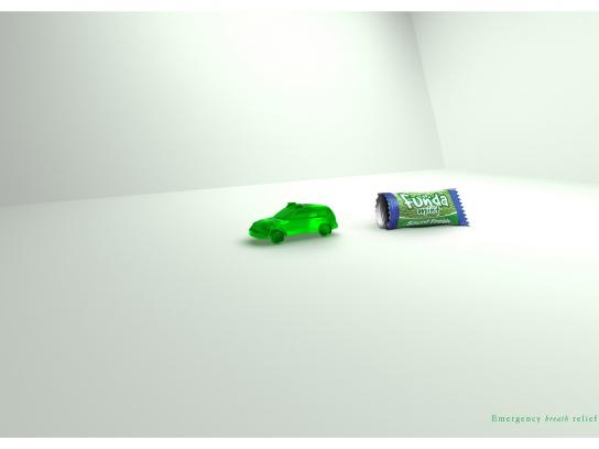 Funda Mints Print Ad -  Police car