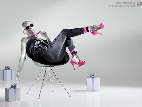 Banco Occidental De Descuento Print Ad -  Plastic, Chair