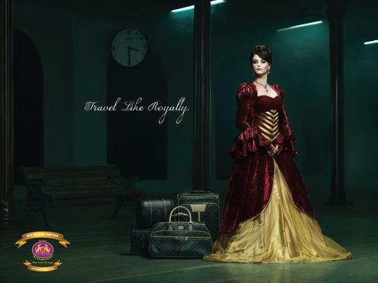 The Golden Chariot Print Ad -  Female