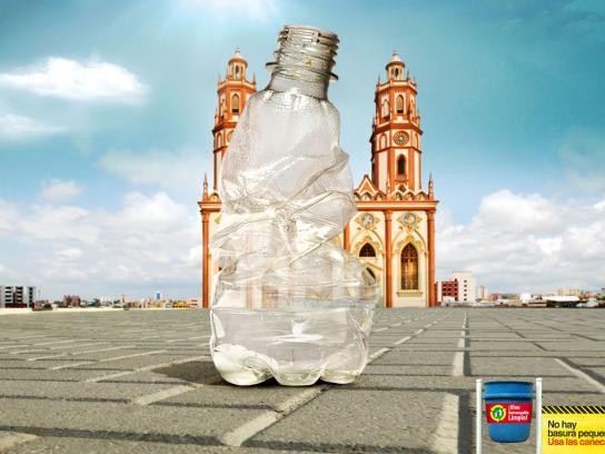 Vive Barranquilla Limpia Print Ad -  Bottle