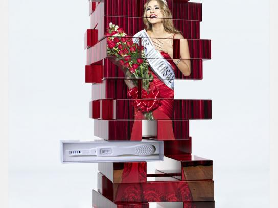 Uno Stacko Print Ad -  Queen
