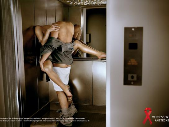 Vergessen ist ansteckend Print Ad -  Elevator