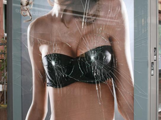 Wonderbra Ambient Ad -  Boobs! I broke the glass