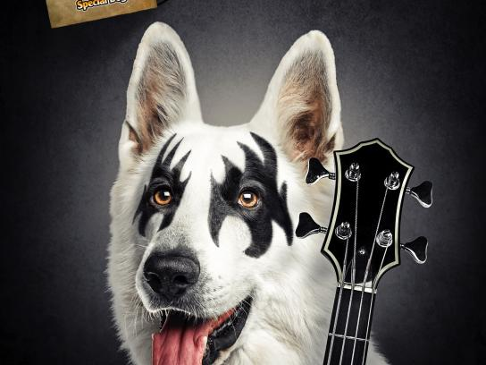 Special Dog Outdoor Ad - Kiss