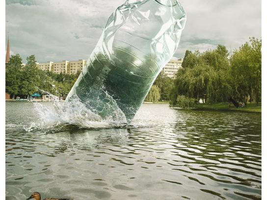 Let's Do It Romania! Print Ad - Plastic bottle