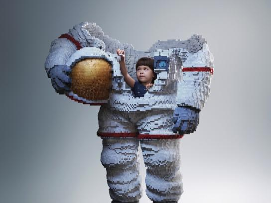 Lego Print Ad - Build the future, Astronaut