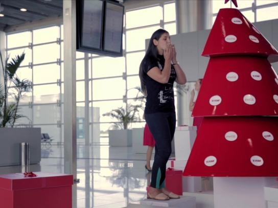 Coca-Cola Ambient Ad -  Connecting happiness