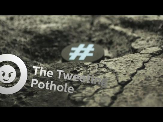 Medcom Ambient Ad -  Tweeting pothole