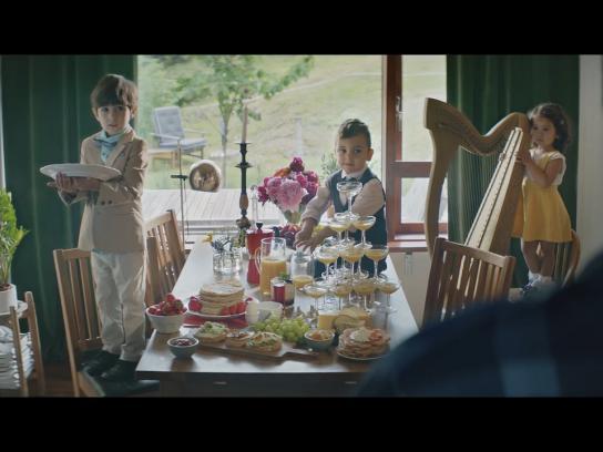 Ikano Bank Film Ad -  Family