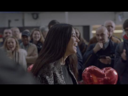 Dutch Railways Ambient Ad -  Platform of love