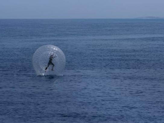 Ageas Film Ad - Ocean zorb