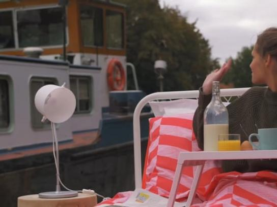 Quaker Ambient Ad - Breakfast in bed-boat