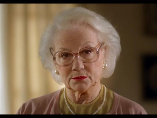 Helpling Film Ad - Embrace the mess - Grandma drops the beat