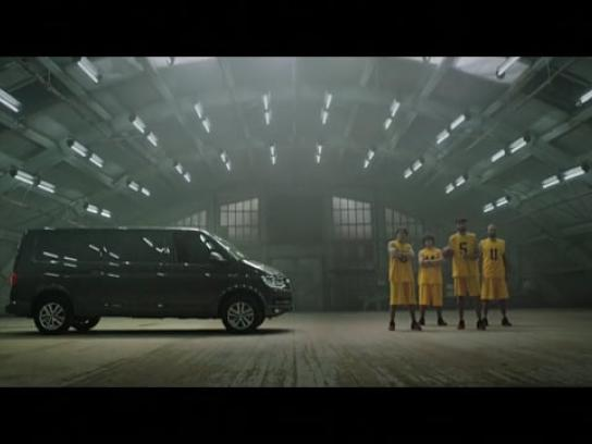 Volkswagen Film Ad - Transporter vs. Basketball
