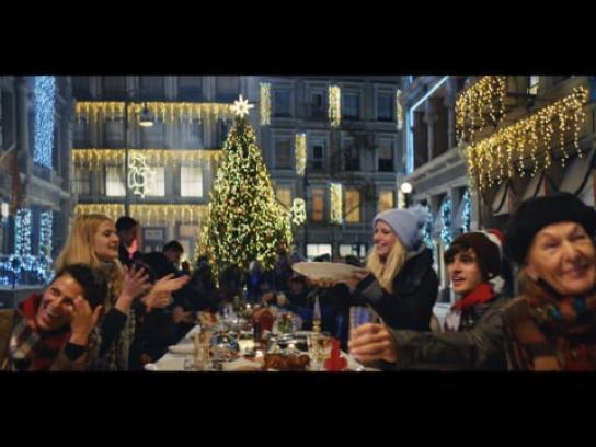 Lidl Integrated Ad - #SANTACLARA Christmasfilm