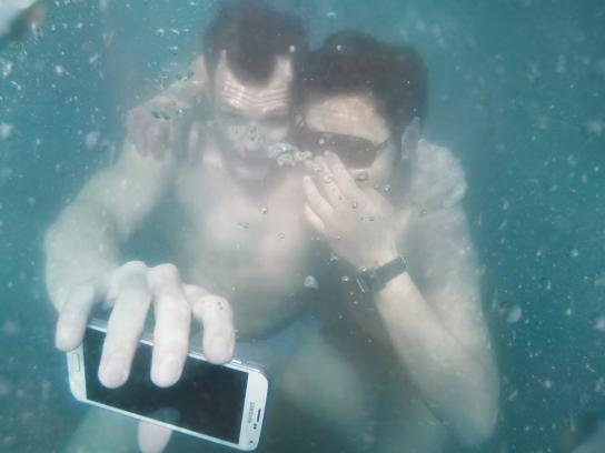 Samsung Ambient Ad -  #UnderwaterSelfie