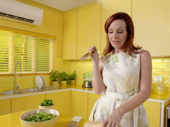 Mitsubishi Electric Digital Ad - Mom preps for dinner