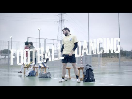 Líbero Film Ad -  Dancing Football - Rock&Roll