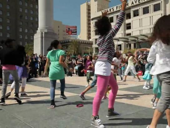H&M Ambient Ad -  Branded Performance in Union Square, San Francisco