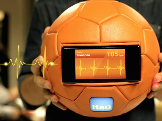 Itau Ambient Ad -  Heart Ball