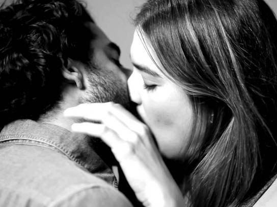 Wren Digital Ad -  First kiss