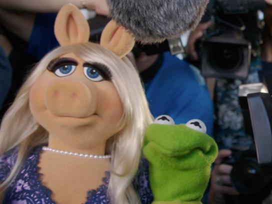 Primetime Emmy Awards Film Ad -  Kermit gets set up