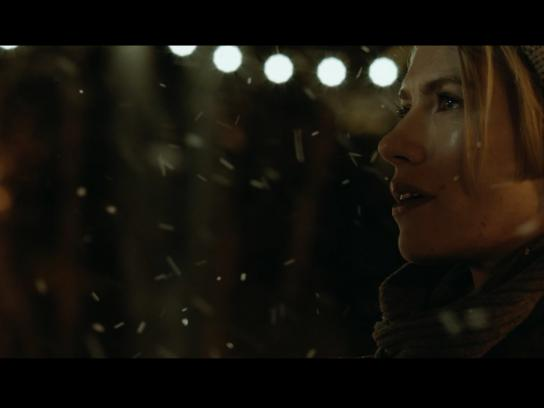 Mobistar Film Ad -  A Christmas Love Story - Girl