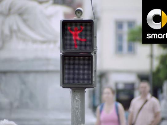 Smart Ambient Ad -  Dancing Traffic Light