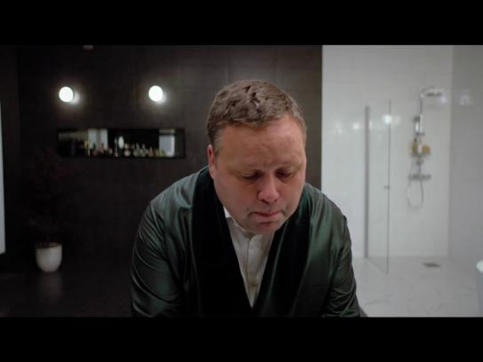 K-rauta Content Ad - Paul Potts sings in a bathroom