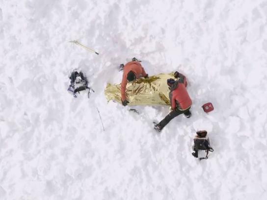 Ötztal Tourismus Outdoor Ad - The ski pass