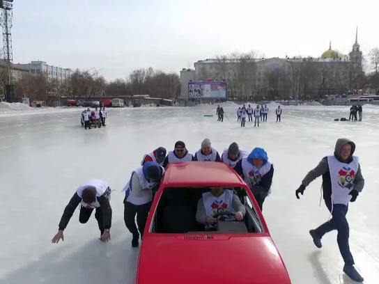 Smartpolis Insurance Experiential Ad - Car Curling